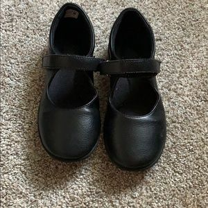 Black hush puppies  girls Velcro shoes size  1.5